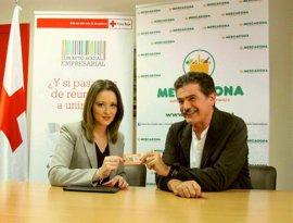 Mercadona realiza una nueva entrega de tarjetas para alimentos a Cruz Roja en la Región