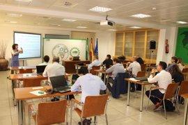 Empresas y profesionales andaluces participan en un taller formativo de Extenda sobre licitaciones internacionales