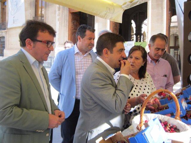 Reyes durante la presentación de la V Muestra de la Cereza