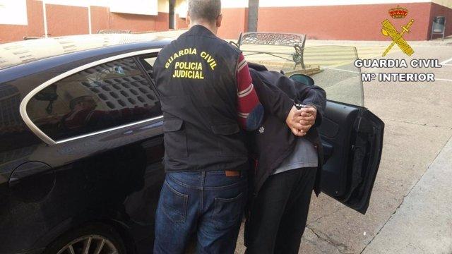 Momento de la detención de una de los supuestos autores de los robos