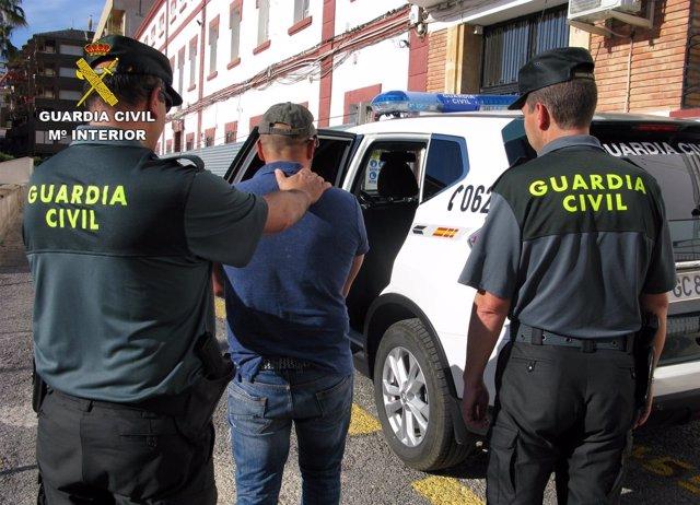 La Guardia Civil Detiene In Fraganti A Dos Personas Tras Cometer Un Robo En Una