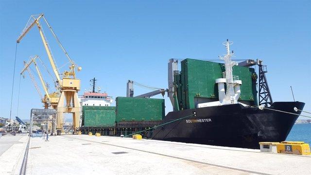 Barco Southwester, que transporta arena del Sáhara