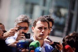 """Albert Rivera dice que Rajoy """"está en su derecho"""" de no hablar en el debate de la moción de censura"""