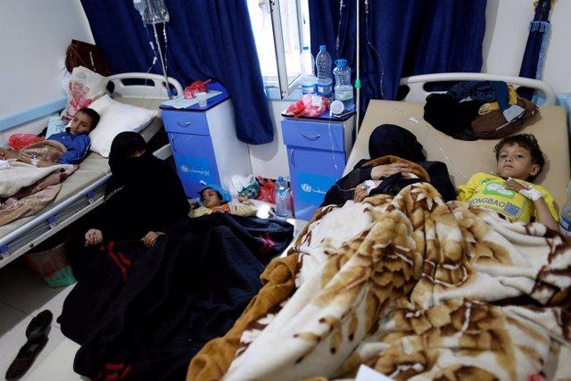 Enfermos de cólera en un hospital en Saná
