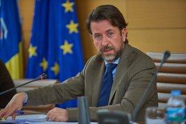 """Alonso dice que se ha perdido """"un año y medio"""" en la mejora de las carreteras de Tenerife por los """"obstáculos"""" del PSOE"""