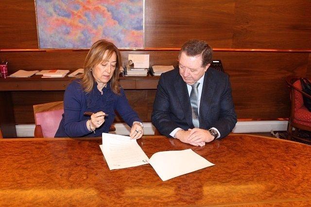 Diputación de alava firma con Grupo Transonuba