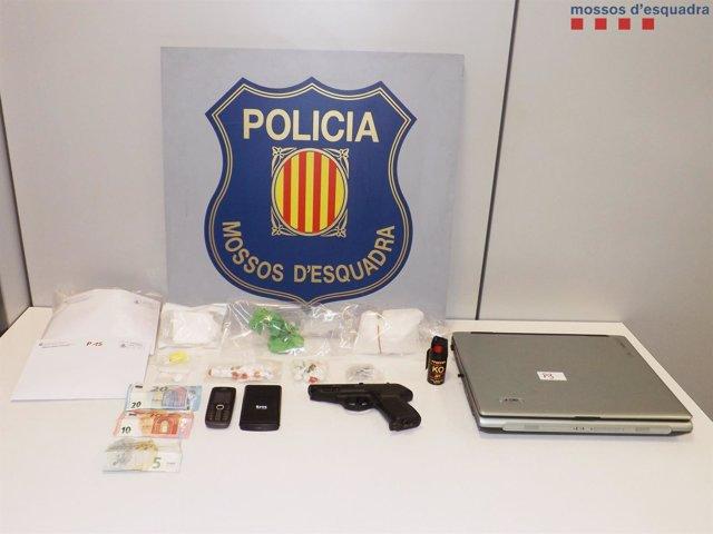 Tres detenidos por tráfico de drogas en un domicilio de Mollet del Vallès