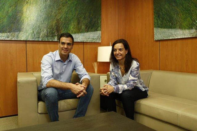 Pedro Sánchez y Sara Hernández en la sede del PSOE