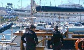 Policía Nacional detiene en dos embarcaciones a sendos individuos reclamados en Brasil y Rumanía