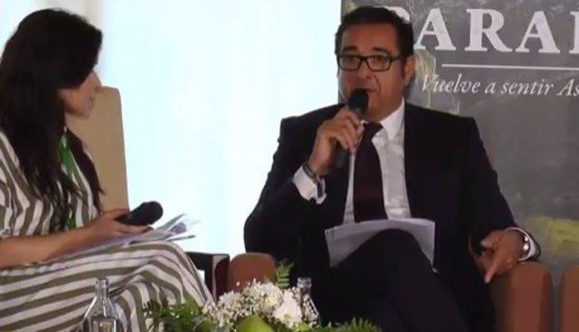 Julio González Zapico, a la derecha