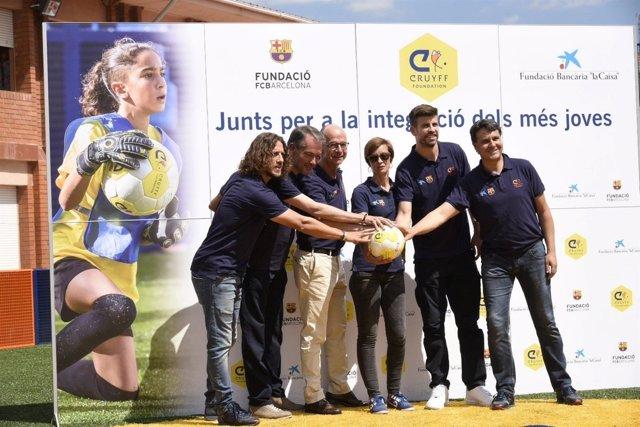 Gerard Piqué y Carlos Puyol en un acto de la Caixa