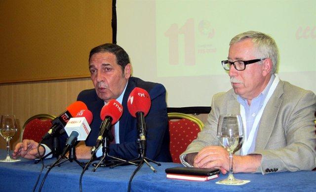 El consejero junto a Ignacio Fernández Toxo.