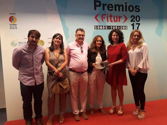 Morales de Coca (3d) recoge el premio de Fitur 2017 por 'Jaén llave en mano'.