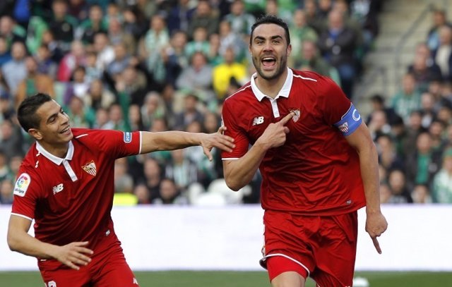 Iborra da la victoria al Sevilla ante el Betis