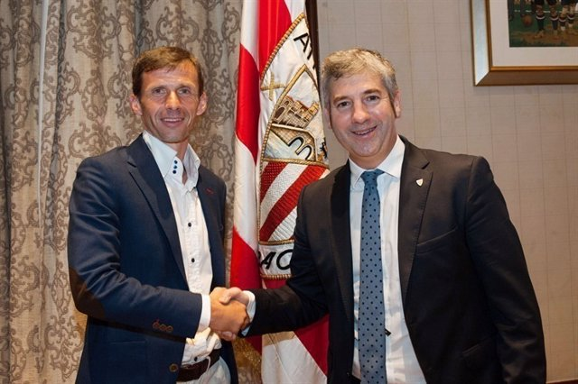El entrenador José Ángel Ziganda con el presidente Josu Urrutia