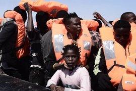 MSF y SOS Méditerranée acusan a Libia de arriesgar la vida de los migrantes tras disparar al aire en un rescate