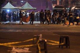 Asciende a tres el balance de agentes muertos en un doble atentado suicida en Yakarta
