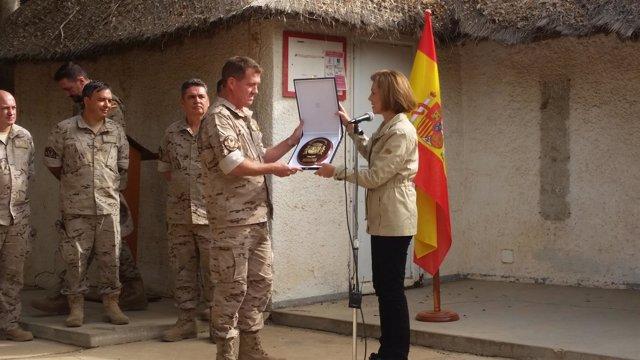 María Dolores de Cospedal visita a los militares en Senegal