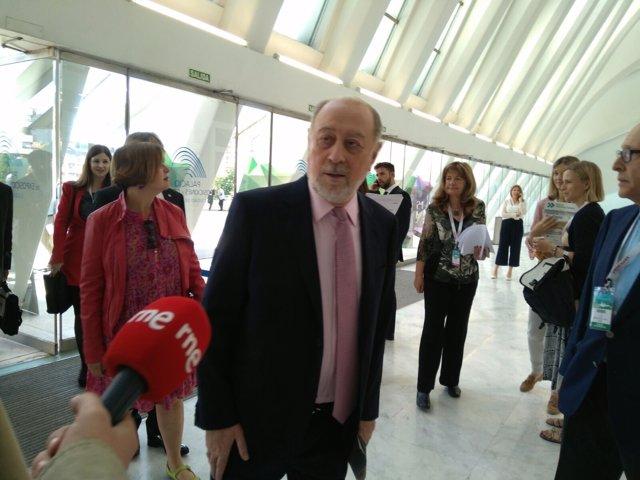 El delegado del Gobierno en Asturias, Gabino de Lorenzo y Ana Taboada (Somos)