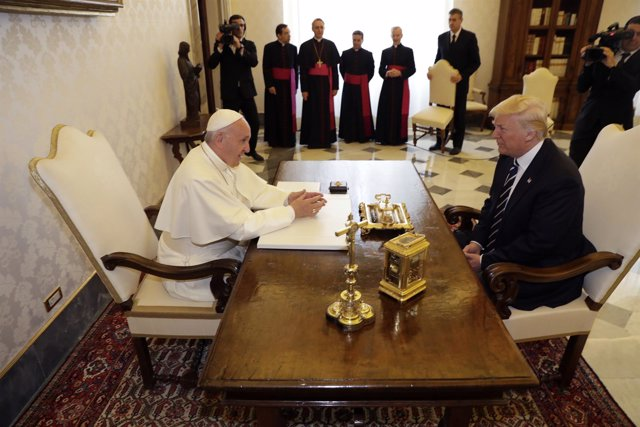 El Papa recibe a Trump en el Vaticano