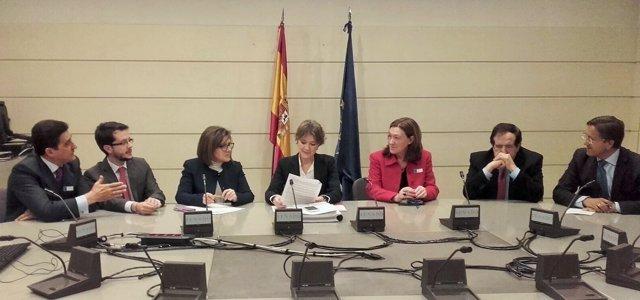 Reunión de los senadores del PP con García Tejerina.