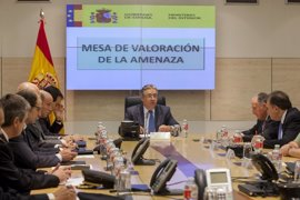 """Zoido censura que Puigdemont mantenga el """"chantaje"""" enviando una carta con un """"ultimátum"""" al Gobierno"""