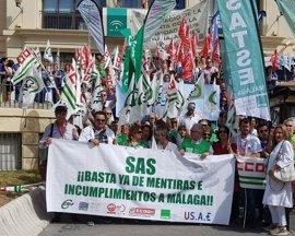 """Sindicatos se concentran ante el Hospital Regional por """"las mentiras e incumplimientos"""" en el 'Plan Costa' del SAS"""