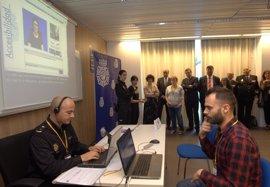 La Comisaría de Policía facilita la comunicación a las personas sordas con un servicio visual y un bucle magnético