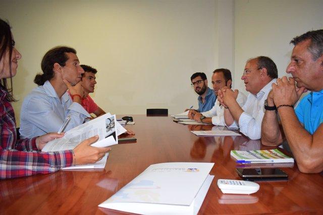 Monago en su reunión con la federación de ciclismo