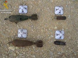 La Guardia Civil destruye tres granadas de la guerra civil encontrados en Almussafes y Paiporta