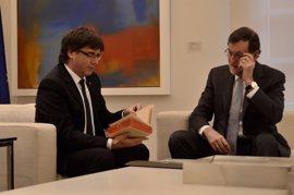 Rajoy responde a Puigdemont que el referéndum es imposible y no negociará romper el orden constitucional