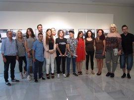 La muestra 'Person@s. Otra visión de las transexualidades' llega a la Diputación de Badajoz con motivo de 'Los Palomos'