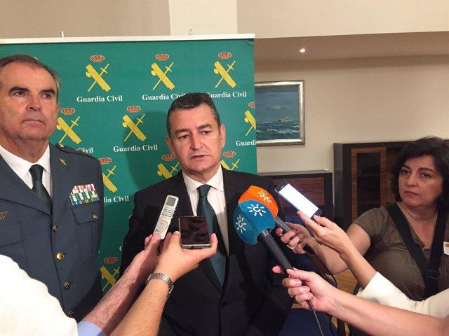 El delegado del Gobierno en Andalucía, Antonio Sanz, atiende a los periodistas