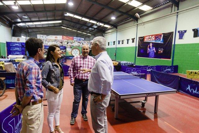 La comitiva ha visitado el Pabellón de Deportes donde se disputará el campeonato
