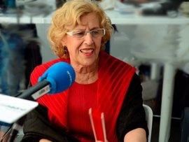 """Carmena insta a la """"regeneración"""" política y termina el Pleno con un llamamiento a """"amar y respetar la democracia"""""""