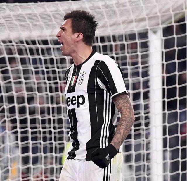 Mario Mandzukic celebra un gol con la Juventus