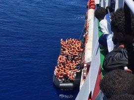 Rescatados en el mar Mediterráneo 2.300 inmigrantes y refugiados