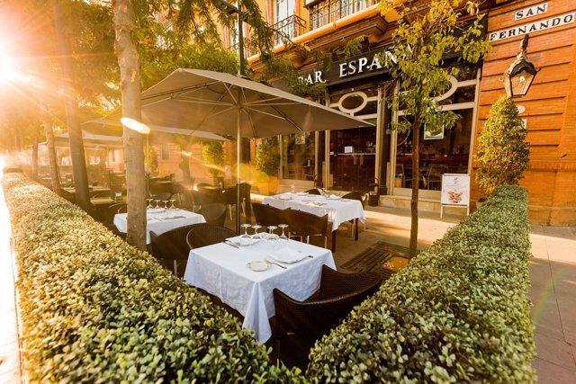 Terraza del Restaurante Oriza, ubicado en la Calle San Fernando.