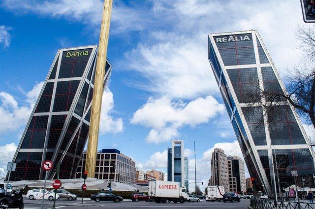 Torres Kio, Castellana, Madrid, cielo de Madrid, cielos de Madrid, edificios