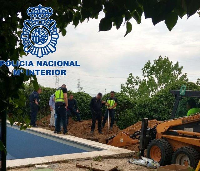 La Policía Nacional Detiene A Tres Personas Por Su Presunta Implicación En La De