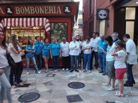 Los Voluntarios de 'la Caixa', primeros espectadores de la ruta cultural guiada por personas con discapacidad de Amadip