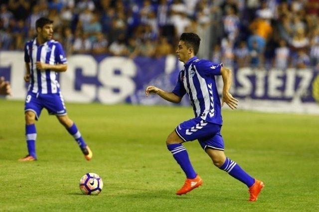 Manu García jugando con el Alavés