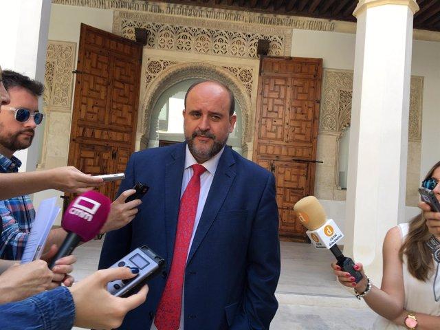Martínez Guijarro atiende a los medios