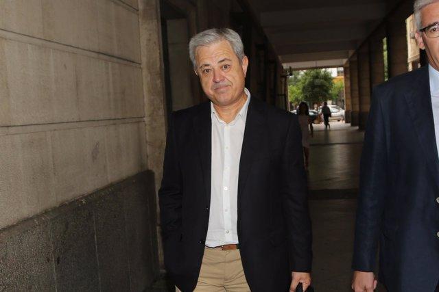 El exconsejero Francisco Vallejo llega a los juzgados de Sevilla