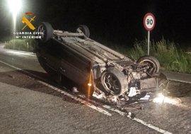 Investigado un conductor ebrio y sin carnet que se dio a la fuga y tuvo un accidente