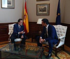 """Pedro Sánchez vuelve a reclamar la dimisión de Rajoy ante el """"serial"""" de corrupción del PP, ahora en Murcia"""