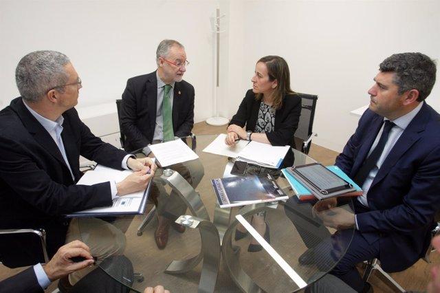 A Conselleira De Infraestruturas E Vivenda, Ethel Vázquez, Xunto Co Delegado Ter