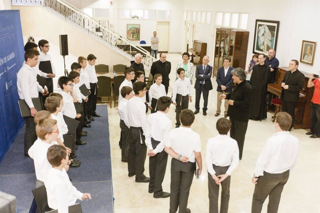 Los 23 componentes del coro, durante su actuación en el Palacio Provincial.