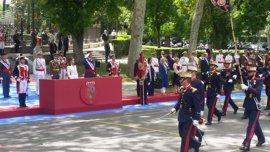 Los Reyes presiden un Día de las Fuerzas Armadas que recupera vistosidad