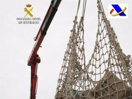 Interceptada una embarcación en el Guadalquivir con más de dos toneladas y media de hachís